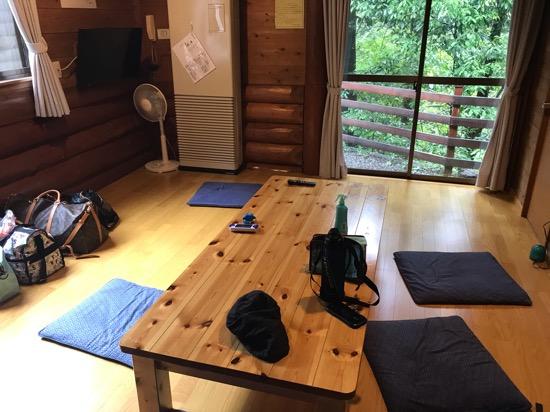 コテージ森林村のテーブル