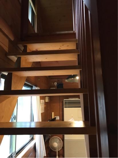 コテージ森林村のロフトへ上がる階段