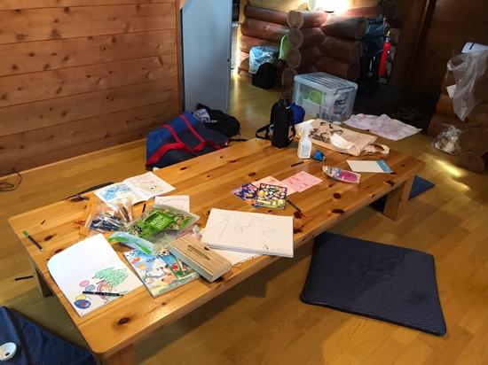 コテージ森林村のテーブルが広い!